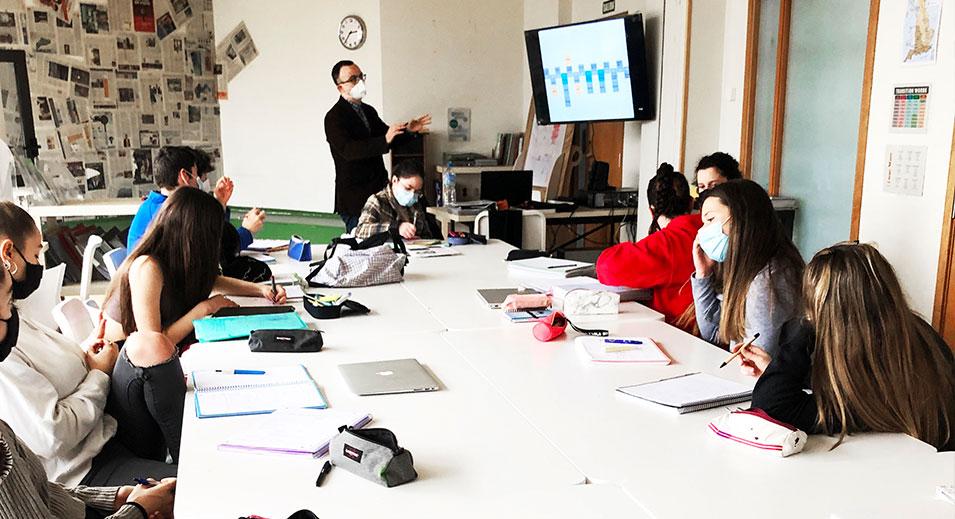 CreaNova segueix 'construint' amb els alumnes de Batxillerat de Fonaments de les Arts - 2021 - Col·legi CreaNova Sant Cugat del Vallès (Barcelona)